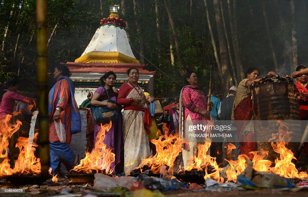 Nepalese Hindu devotees take part in rituals to mark the Mother's Day Festival at Matathirtha on the outskirts of Kathmandu on May 6, 2016. Nepalese Hindu devotees come from across the country to bathe, offer prayers and leave offerings at the Matathirtha Temple during the event, which honours mothers who have passed away. / AFP / PRAKASH