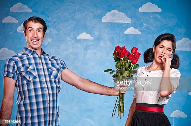 Nerd mit roten Rosen auf ein Datum