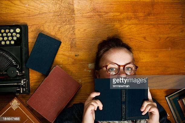 Secchione dei topi ragazza di lettura