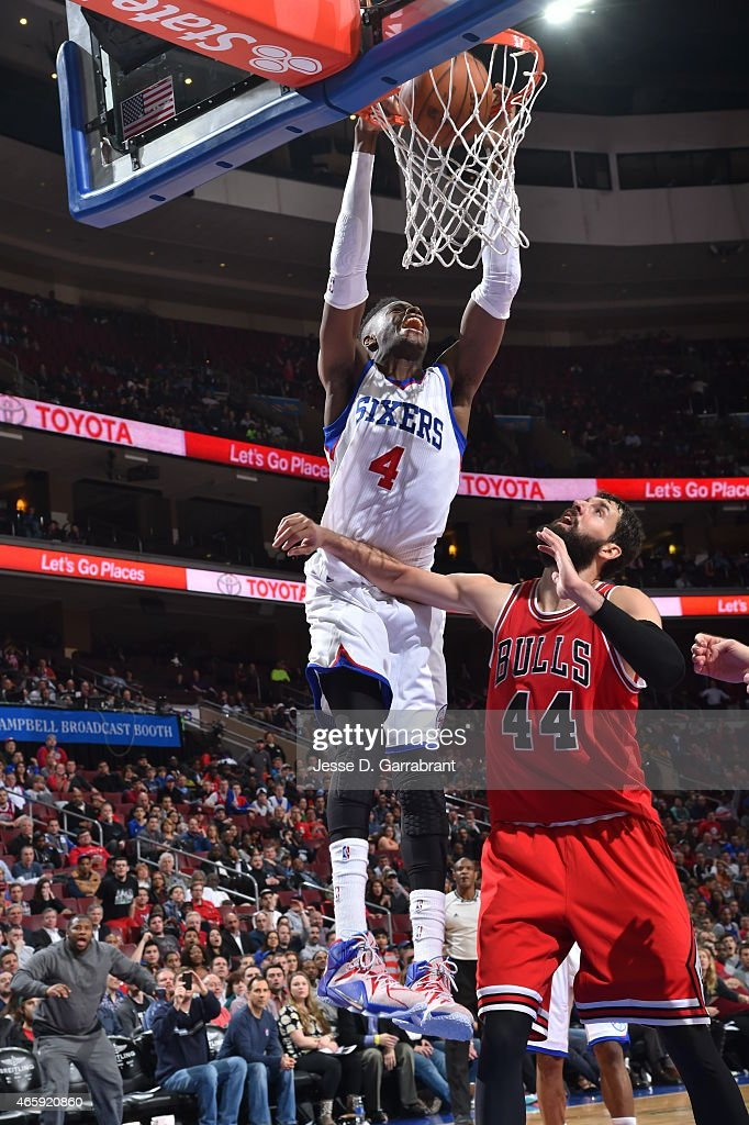Nerlens Noel #4 of the Philadelphia 76ers dunks the ball against the Chicago Bulls at Wells Fargo Center on March 11, 2015 in Philadelphia, Pennsylvania