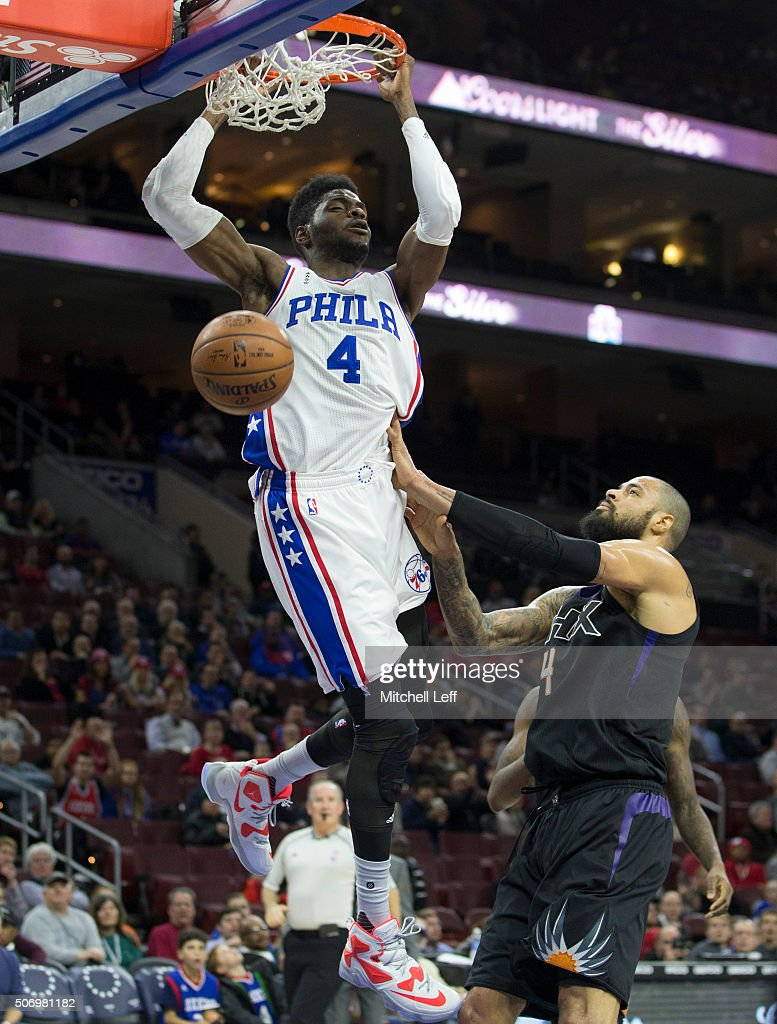 Nerlens Noel #4 of the Philadelphia 76ers dunks the ball past Tyson Chandler #4 of the Phoenix Suns on January 26, 2016 at the Wells Fargo Center in Philadelphia, Pennsylvania.
