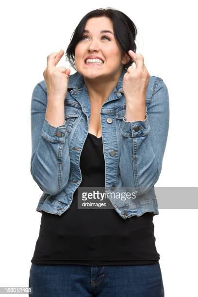 Nerveux jeune femme Croix doigts
