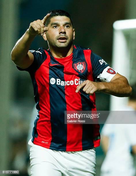Nestor Ortigoza of San Lorenzo celebrates after scoring the opening goal during a match between San Lorenzo and Gremio as part of Group 6 of Copa...