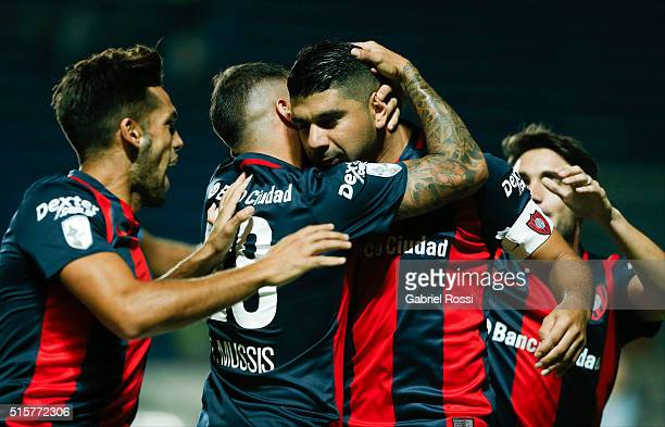 Nestor Ortigoza of San Lorenzo celebrates with teammates after scoring the opening goal during a match between San Lorenzo and Gremio as part of...