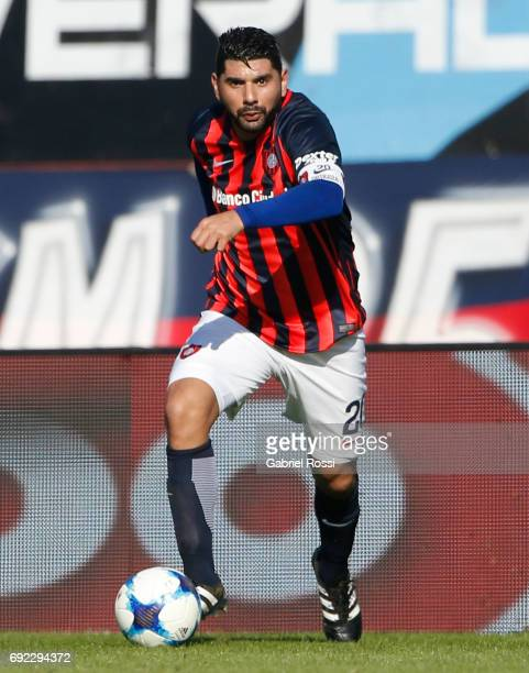Nestor Ortigoza of San Lorenzo drives the ball during a match between San Lorenzo and River Plate as part of Torneo Primera Division 2016/17 at Pedro...
