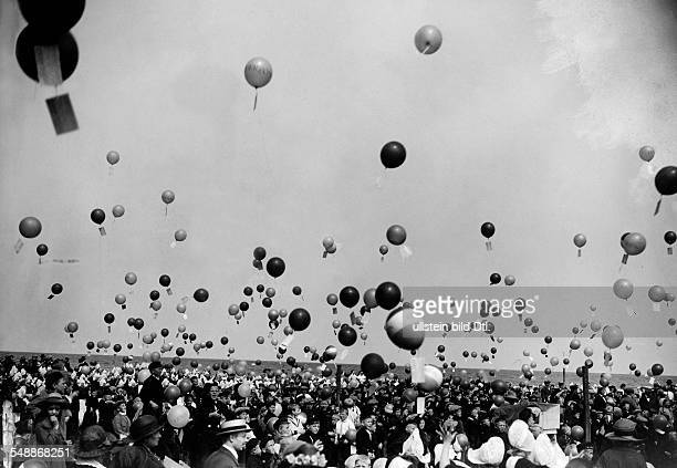 Balloon festival for the children of Edam and Volendam at Pentecost the children releasing balloons for an air race 1924 Published by 'Zeitbilder'...