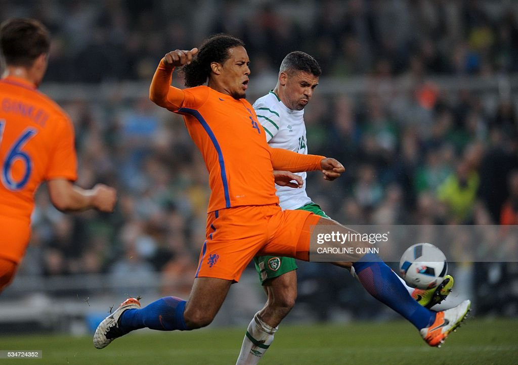 Netherlands' defender Virgil van Dijk (2nd R) vies for the ball against Republic of Ireland's striker Jonathan Walters during the friendly football match between Republic of Ireland and the Netherlands at the Aviva Stadium in Dublin, Ireland, on May 27, 2016. / AFP / CAROLINE