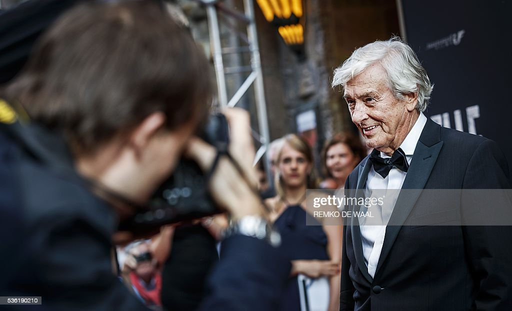 Netherlands' film director Paul Verhoeven poses on the red carpet during the Netherlands' premiere of his latest movie Elle in Amsterdam on May 31, 2016. / AFP / ANP / Remko de Waal / Netherlands OUT