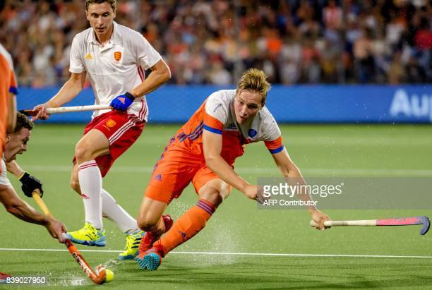 Netherlands Floris Wortelboer fights for the ball with England's Harry Martin during the hockey semifinal Netherlands v England at The Rabo...