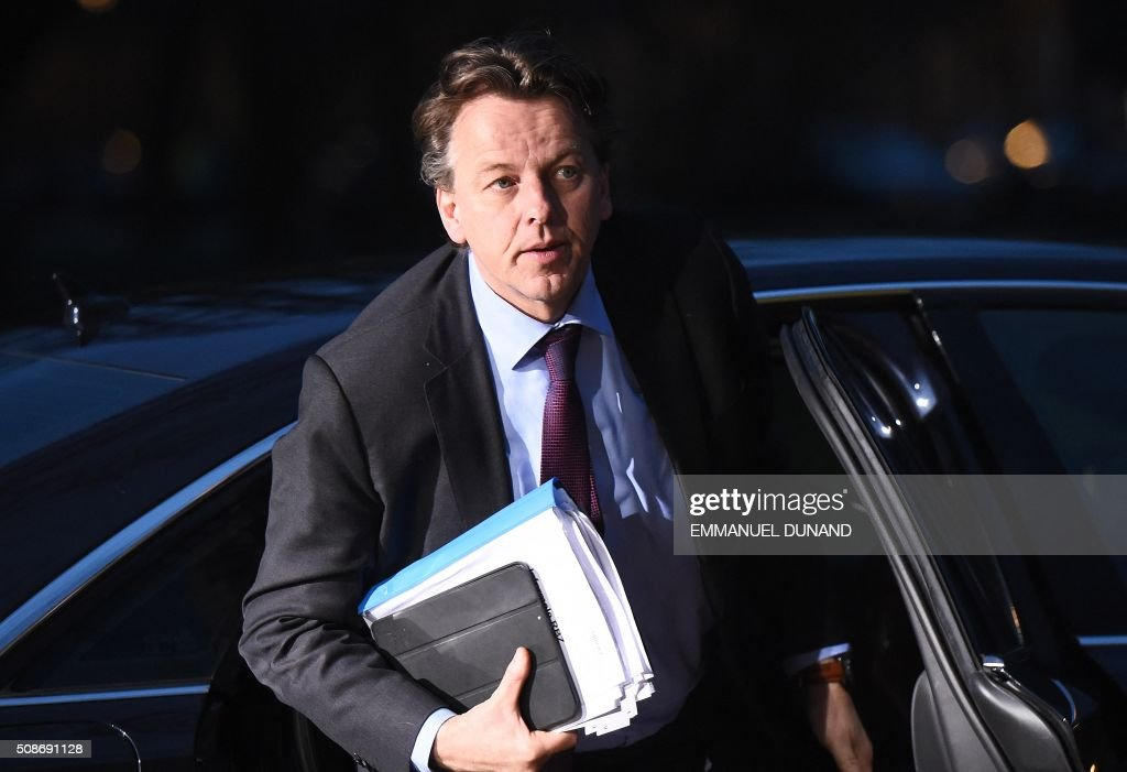 Netherlands' Foreign Minister Bert Koenders arrives to take part in a EU foreign ministers meeting in Amsterdam, on February 6, 2016. The European Union on Wednesday finally reached agreement on how to finance a three-billion-euro ($3.3-billion) deal to aid Syrian refugees in Turkey, in exchange for Ankara's help in stemming the flow of migrants. / AFP / EMMANUEL DUNAND