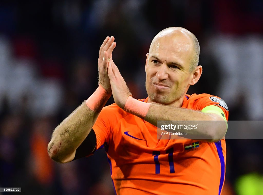 TOPSHOT - Netherlands' forward Arjen Robben acknowledges the fans following their FIFA World Cup 2018 football, Group A, qualification match between the Netherlands and Sweden at the Amsterdam Arena in Amsterdam on October 10, 2017. The Netherlands failed to reach the 2018 World Cup finals as they could only beat Sweden 2-0 on Tuesday when they needed an unlikely 7-0 victory. /