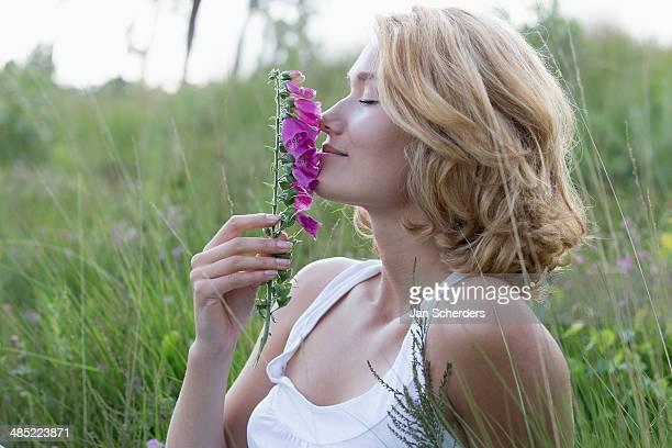 Netherlands, Gelderland, Hatertse Vennen, Portrait of happy woman with purple flower
