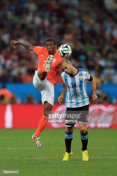 Netherlands' Georginio Wijnaldum and Argentina's Javier Mascherano battle for the ball
