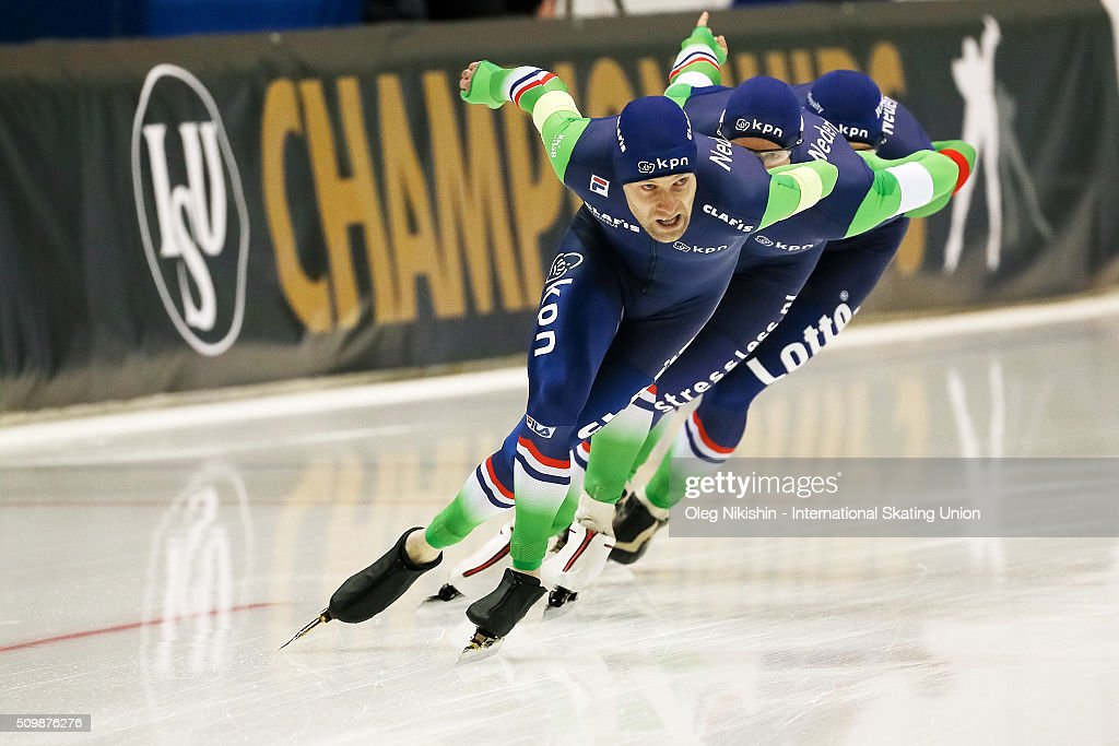Netherlands' <a gi-track='captionPersonalityLinkClicked' href=/galleries/search?phrase=Jan+Blokhuijsen&family=editorial&specificpeople=4900694 ng-click='$event.stopPropagation()'>Jan Blokhuijsen</a>, Douwe De Vries and Arjan Stroetinga compete to win the men's pursuit race during day 2 of the ISU World Single Distances Speed Skating Championships held at Speed Skating Centre «Kolomna» Ice Arena on February 12, 2016 in Kolomna, Russia.