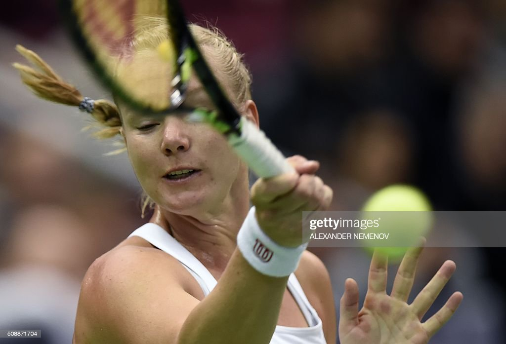 Netherland's Kiki Bertens returns to Russia's Svetlana Kuznetsova during the Federation Cup tennis world group first round match between Russia and Netherlands in Moscow on February 7, 2016. / AFP / ALEXANDER NEMENOV