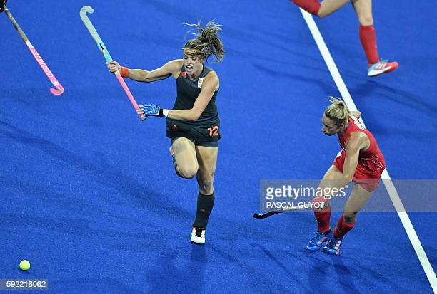 Netherlands' Lidewij Welten vies with Britain's Susannah Townsend during the women's Gold medal hockey Netherlands vs Britain match of the Rio 2016...