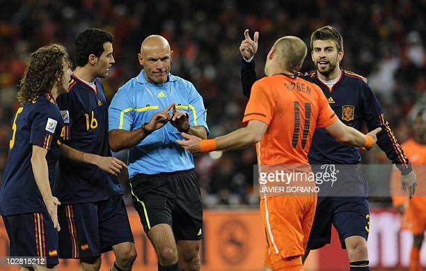 Netherlands' midfielder Wesley Sneijder argues with English referee Howard Webb's about Spain's midfielder Andres Iniesta's goal during the 2010...