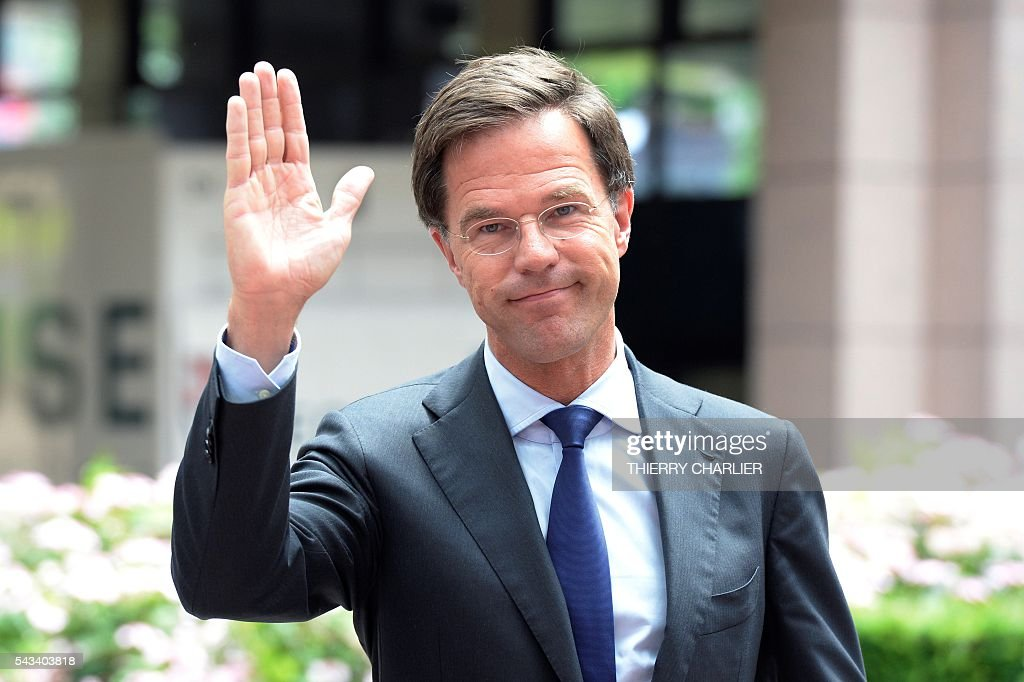 Netherland's Prime minister Mark Rutte waves to journalists as he arrives before an EU summit meeting on June 28, 2016 at the European Union headquarters in Brussels. / AFP / THIERRY