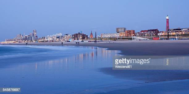 Netherlands, South Holland, The Hague, Scheveningen, beach and skyline