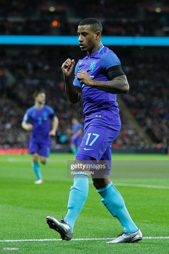 Netherlands' striker Luciano Narsingh celebrates scoring their second goal during the international friendly football match between England and Netherlands at Wembley Stadium in London on March 29, 2016. / AFP / Ian Kington / NOT