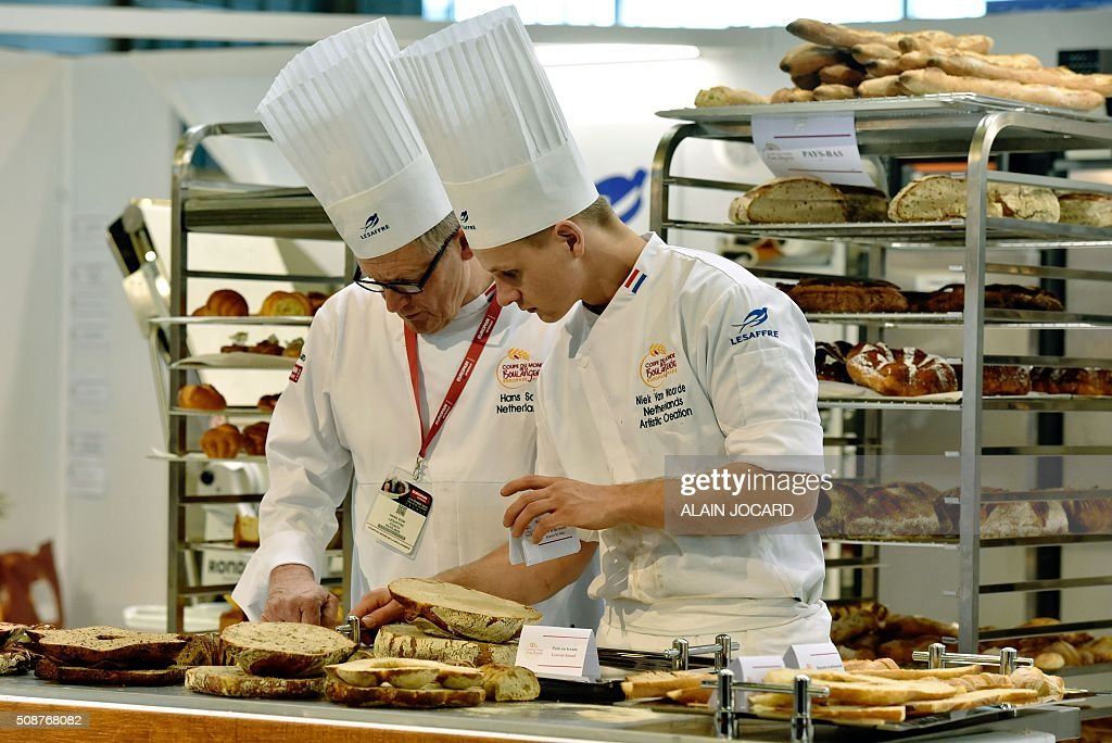 Netherland's team competes during the Bakery World Cup as part of the Europain trade show, on February 6, 2016, at the Parc des expositions de Paris Nord in Villepinte, near Paris. / AFP / ALAIN JOCARD