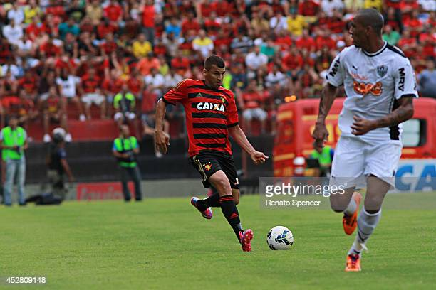 Neto Baiano of Sport Recife competes for the ball during the Brasileirao Series A 2014 match between Sport Recife and Atletico MG at Ilha do Retiro...