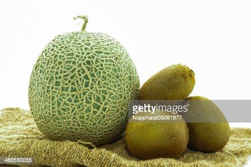 Conseguido vender melón y kiwi sobre fondo blanco : Foto de stock