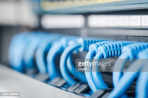hub de rede e cabos : Foto de stock