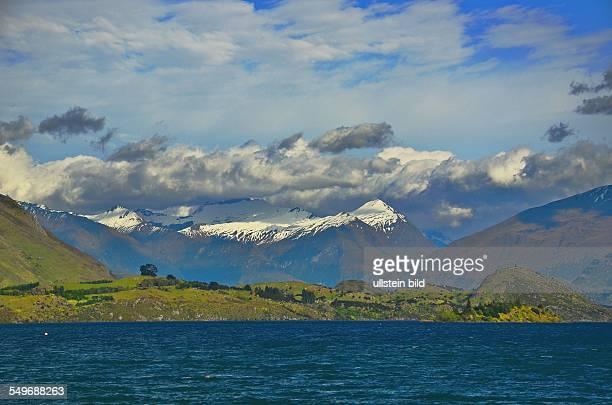 Neuseeland frueher Morgen am Lake Wanaka Mit einer Flaeche von 192 qkm ist der Lake Wanaka der viiertgroesste Binnensee Neuseelands