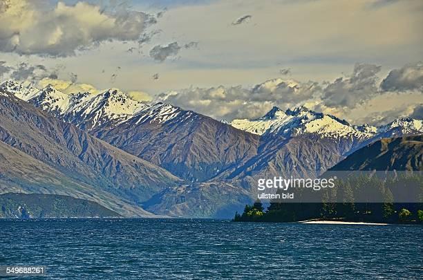 Neuseeland Lake Wanaka am fruehen Morgen Mit einer Flaeche von 192 qkm ist der Lake Wanaka der viiertgroesste Binnensee Neuseelands