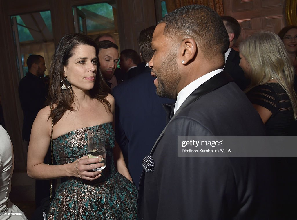 Neve Campbell and Anthony Anderson attend the Bloomberg & Vanity Fair cocktail reception following the 2015 WHCA Dinner at the residence of the French Ambassador on April 30, 2016 in Washington, DC.