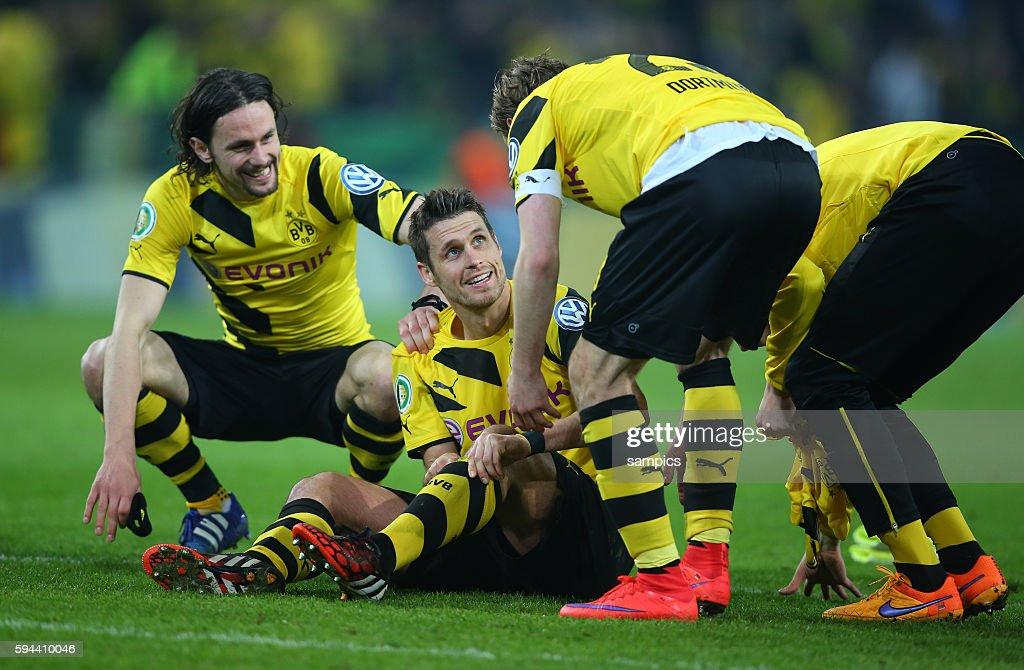 Neven Subotic mit Sebastian Kehl Fussball DFB Pokal Viertelfinale BVB Borussia Dortmund TSG 1899 Hoffenheim