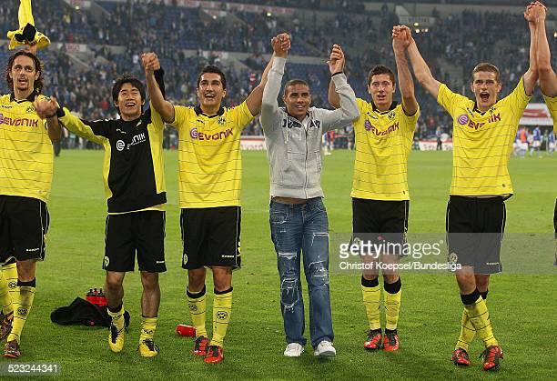 Neven Subotic Shinji Kagawa Nuri Sahin Mohamed Zidan Robert Lewandowski und Lukasz Piszczak feiern den 31 Sieg nach dem Bundesligaspiel zwischen FC...
