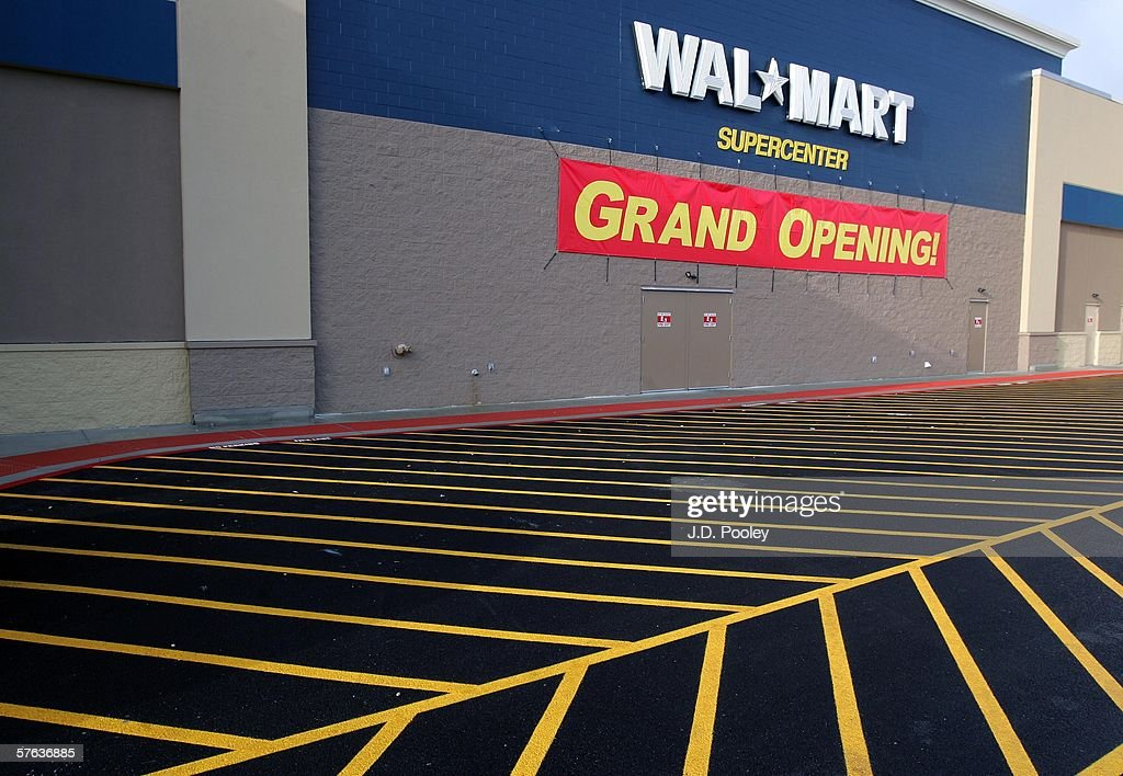 A new 2,000 square foot Wal-Mart Supercenter store May 17, 2006 in Bowling Green, Ohio. The new store, one of three new supercenters opening today in Ohio, employs 340 people with 60 percent of those working full-time.