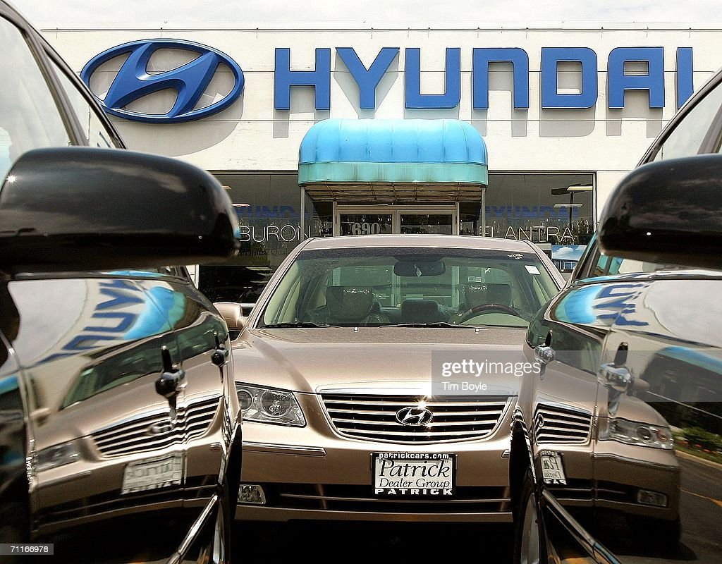 A new 2006 Hyundai Azera is seen in the new car lot at Patrick Hyundai June 9 2006 in Schaumburg Illinois Hyundai reportedly ranked third in a...