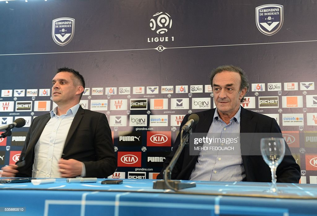 New Bordeaux' head coach Jocelyn Gourvennec (L) and Bordeaux president Jean-Louis Triaud give a joint press conference On May 30, 2106 in Le Haillan, near Bordeaux, southwestern France. Jocelyn Gourvennec has quit his coaching job at Guingamp and agreed terms instead with Ligue 1 rivals Bordeaux, the two clubs said on May 30, 2016. / AFP / MEHDI