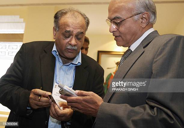 Indian Foreign Secretary Shiv Shankar Menon talks with the editor of Pakistan's national newspaper Daily Times Najam Sethi during an editors'...