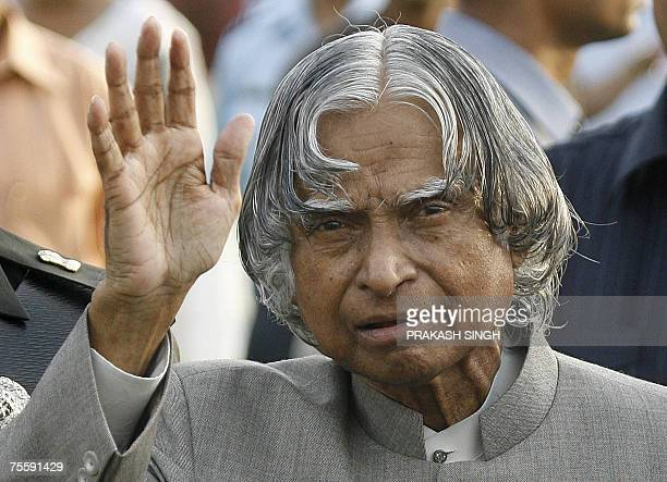 India's outgoing President A P J Abdul Kalam waves while meeting guests during a reception at the Presidential palace in New Delhi 22 July 2007...