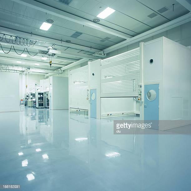 Nouveau vide Industrial hall