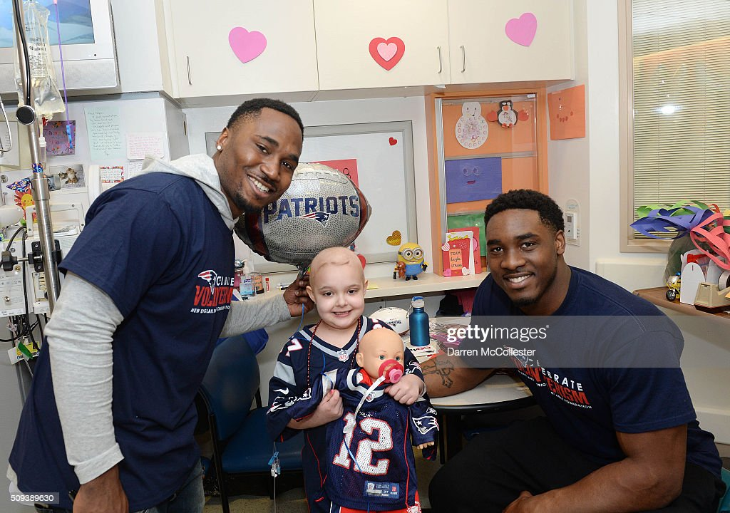 New England Patriot's <a gi-track='captionPersonalityLinkClicked' href=/galleries/search?phrase=Dion+Lewis+-+American+Football+Player&family=editorial&specificpeople=11433697 ng-click='$event.stopPropagation()'>Dion Lewis</a> (L) and <a gi-track='captionPersonalityLinkClicked' href=/galleries/search?phrase=Geneo+Grissom&family=editorial&specificpeople=8606135 ng-click='$event.stopPropagation()'>Geneo Grissom</a> visit Layla at Boston Children's Hospital February 10, 2016 in Boston, Massachusetts.