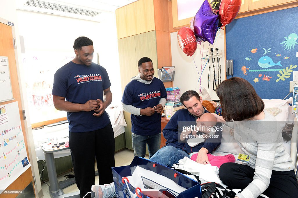 New England Patriot's <a gi-track='captionPersonalityLinkClicked' href=/galleries/search?phrase=Geneo+Grissom&family=editorial&specificpeople=8606135 ng-click='$event.stopPropagation()'>Geneo Grissom</a> (L) and <a gi-track='captionPersonalityLinkClicked' href=/galleries/search?phrase=Dion+Lewis+-+American+Football+Player&family=editorial&specificpeople=11433697 ng-click='$event.stopPropagation()'>Dion Lewis</a> visit Kiera, Mom and Dad at Boston Children's Hospital February 10, 2016 in Boston, Massachusetts.