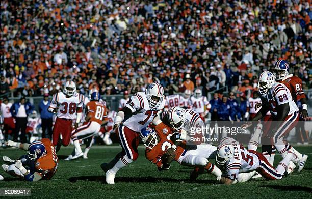 New England Patriots linebackers Steve Nelson and Don Blackmon stop Broncos running back Sammy Winder during the Patriots 2619 loss to the Denver...