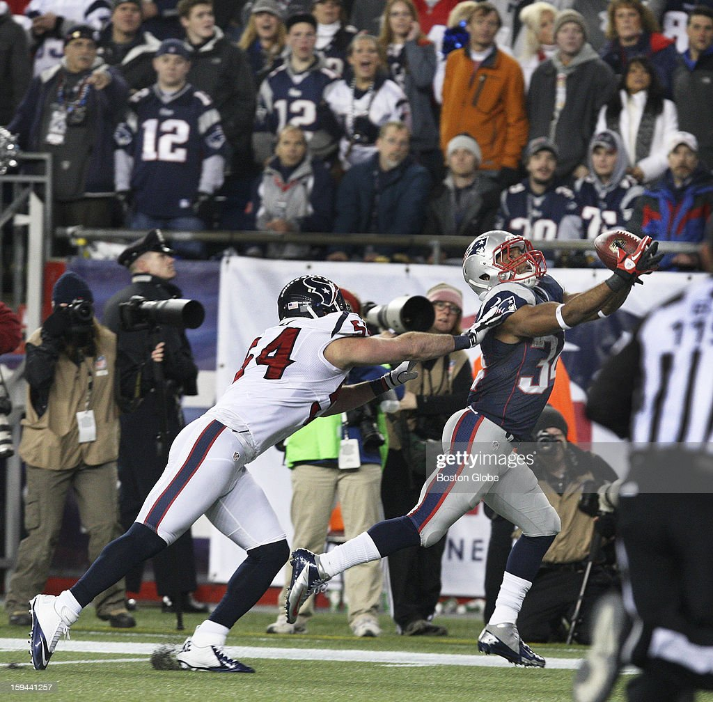 New England Patriots player Shane Vereen makes an over the shoulder touchdown catch, beating Houston's Barnett Rudd in the fourth quarter as the New England Patriots hosted the Houston Texans in an NFL AFC Divisional Playoff Game at Gillette Stadium, Jan. 13, 2013.