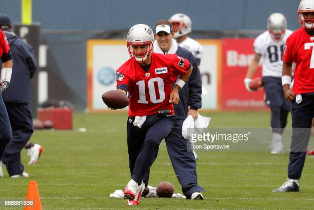 New England Patriots quarterback Jimmy Garoppolo works on hand offs under the watchful eye of New England Patriots offensive coordinator /...
