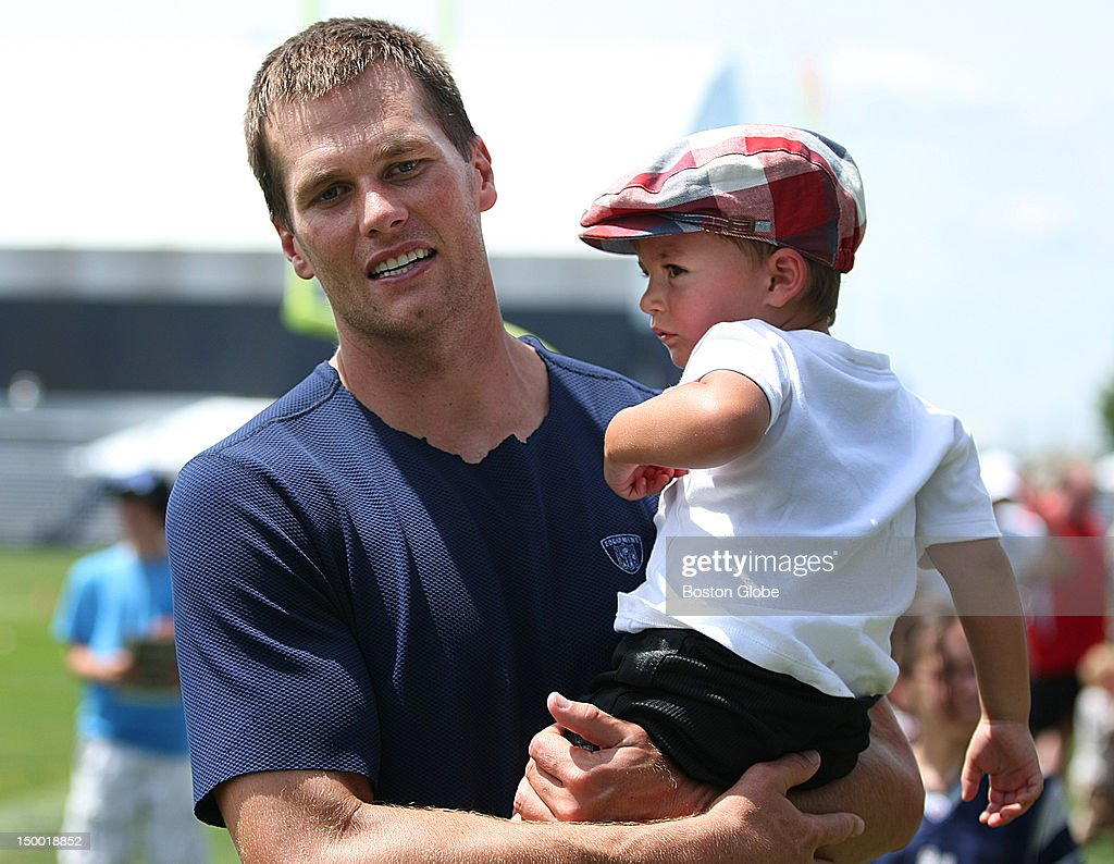 New England Patriots quarterback <a gi-track='captionPersonalityLinkClicked' href=/galleries/search?phrase=Tom+Brady+-+Football-Spieler+-+Quarterback&family=editorial&specificpeople=201737 ng-click='$event.stopPropagation()'>Tom Brady</a> carries his son Benjamin off the practice field at the end of today's practice with the New Orleans Saints during training camp.