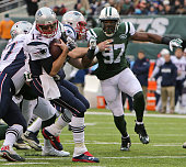 New England Patriots quarterback Tom Brady turns away from pressure from New York Jets outside linebacker Calvin Pace in the second quarter The New...