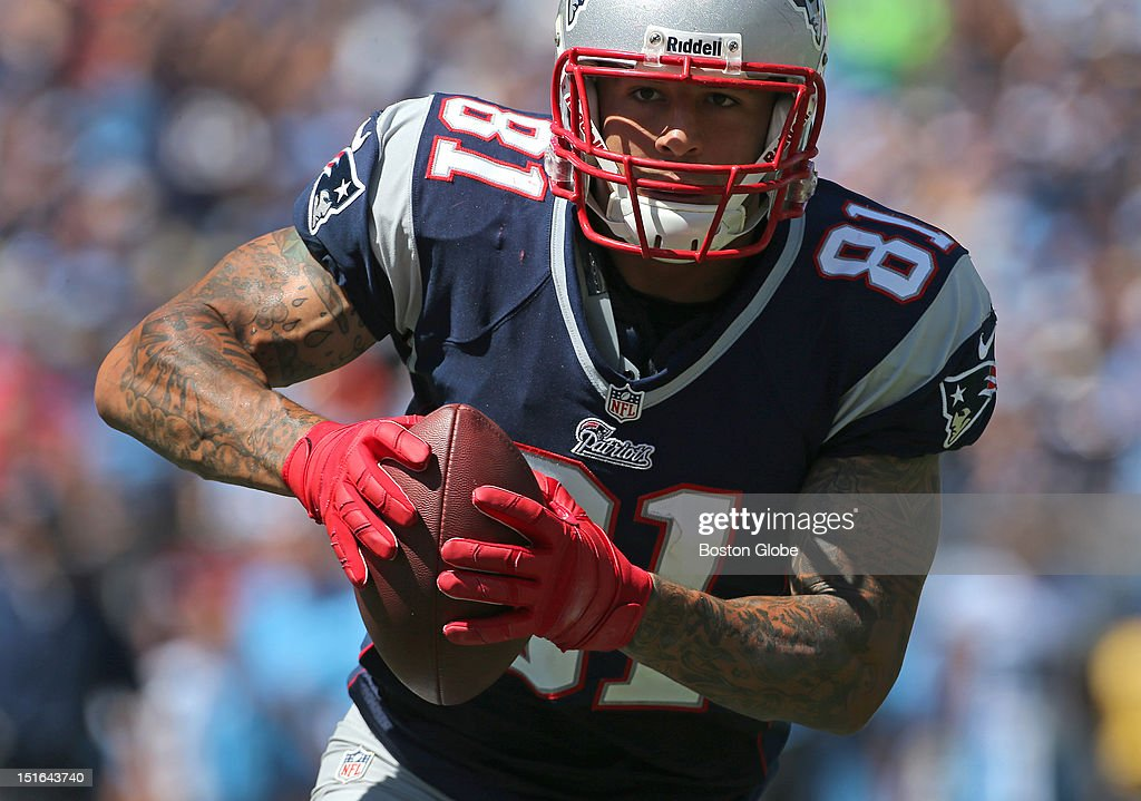 New England Patriots tight end <a gi-track='captionPersonalityLinkClicked' href=/galleries/search?phrase=Aaron+Hernandez+-+Jogador+de+futebol+americano&family=editorial&specificpeople=4586516 ng-click='$event.stopPropagation()'>Aaron Hernandez</a> (#81) runs into the Titan end zone for the first Patriots touchdown of the game in the first quarter of the New England Patriots season opener against the Tennessee Titans at LP Field in Nashville.