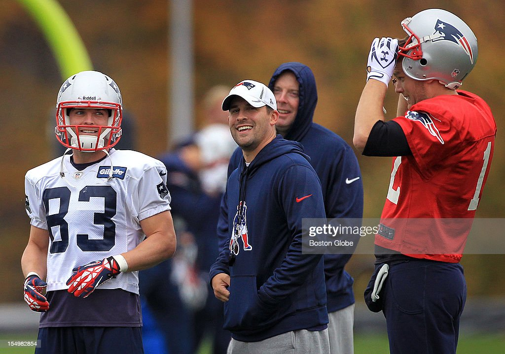 New England Patriots wide receiver <a gi-track='captionPersonalityLinkClicked' href=/galleries/search?phrase=Wes+Welker&family=editorial&specificpeople=236127 ng-click='$event.stopPropagation()'>Wes Welker</a> (#83), Offensive Coordinator/Quarterbacks coach Josh McDaniels, and Patriots quarterback <a gi-track='captionPersonalityLinkClicked' href=/galleries/search?phrase=Tom+Brady+-+Joueur+de+football+am%C3%A9ricain&family=editorial&specificpeople=201737 ng-click='$event.stopPropagation()'>Tom Brady</a> (#12) share a laugh at today's Patriots practice.