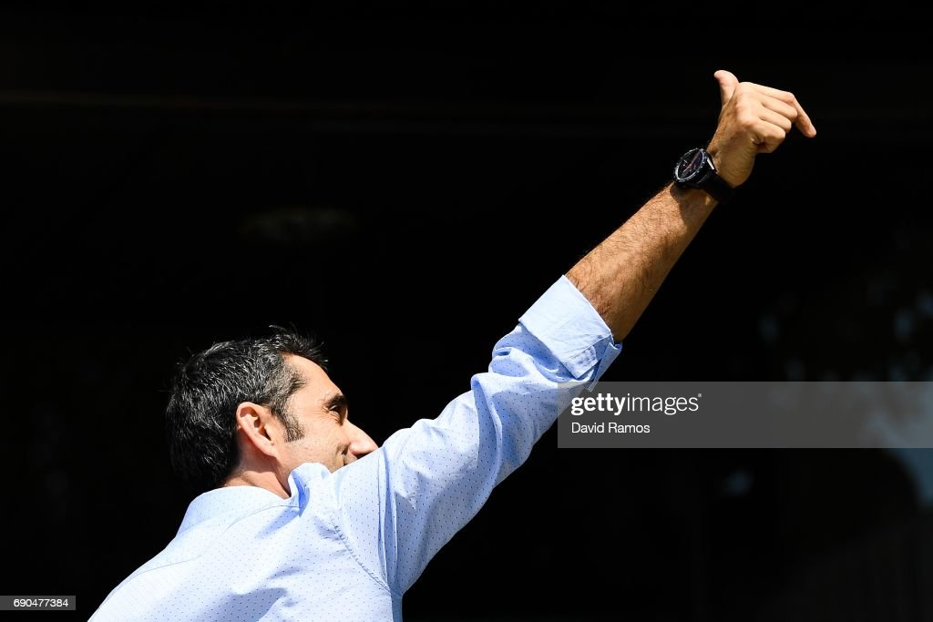 New FC Barcelona head coach Ernesto Valverde poses for the media outside the FC Barcelona headquarters at Camp Nou on May 31, 2017 in Barcelona, Spain.
