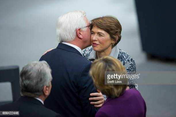 New German President FrankWalter Steinmeier kisses his wife Elke Buedenbender after his swearinin at Bundestag next to outgoing President Joachim...